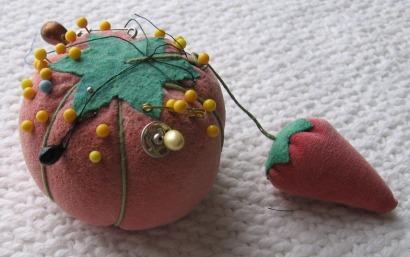Strawberries&pincushions004